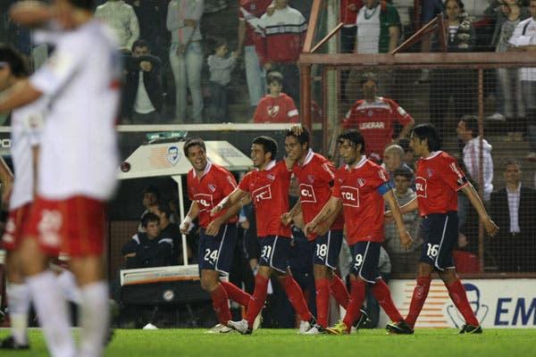 """Julián Velázquez: """"Jugamos muy bien al fútbol"""""""