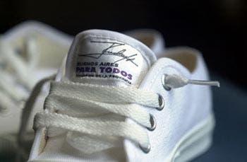 Nuevas zapatillas Adidas modelo Facebook y Twitter